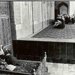 Anatoly Rahimbaev, Women at mosque, Samarkand, 1999.